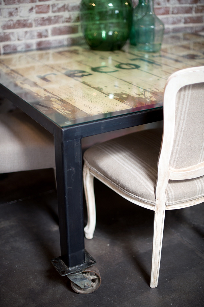 RECOLLECT DINING TABLE